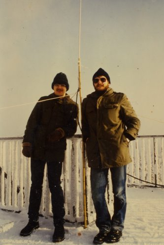 Good Old Times: same location in 1985 10m Contest at -15°C. Left DC7CCC, right DL5BAD as DFØJU