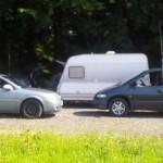 Mehrere Fahrzeuge mit technischem Equipment bestückt