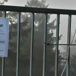 Infoschild für Besucher auf der Aussichts-Plattform