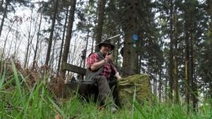 """Auf dem Born, DA/NI-056 (ex SOTA DM/NS-065). Weil es mitten im Wald ist, habe ich die Vertikal ein wenig """"gekippt""""."""