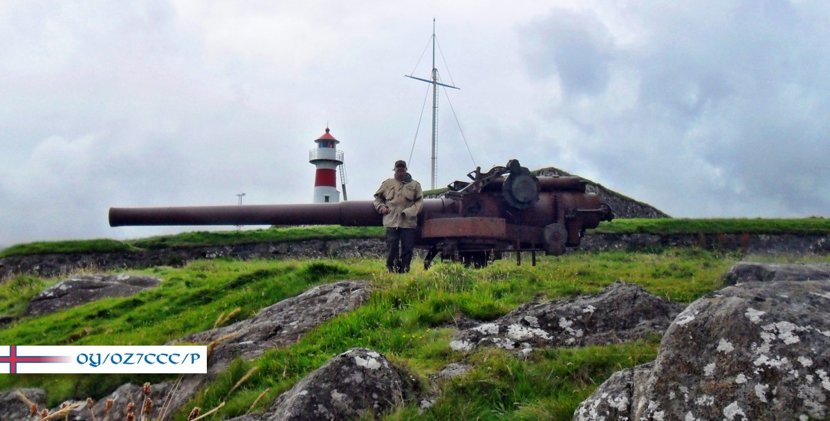 OY/OZ7CCC (aka DL4MFM) in front of a British WWII Gun at Skansin Lighthouse