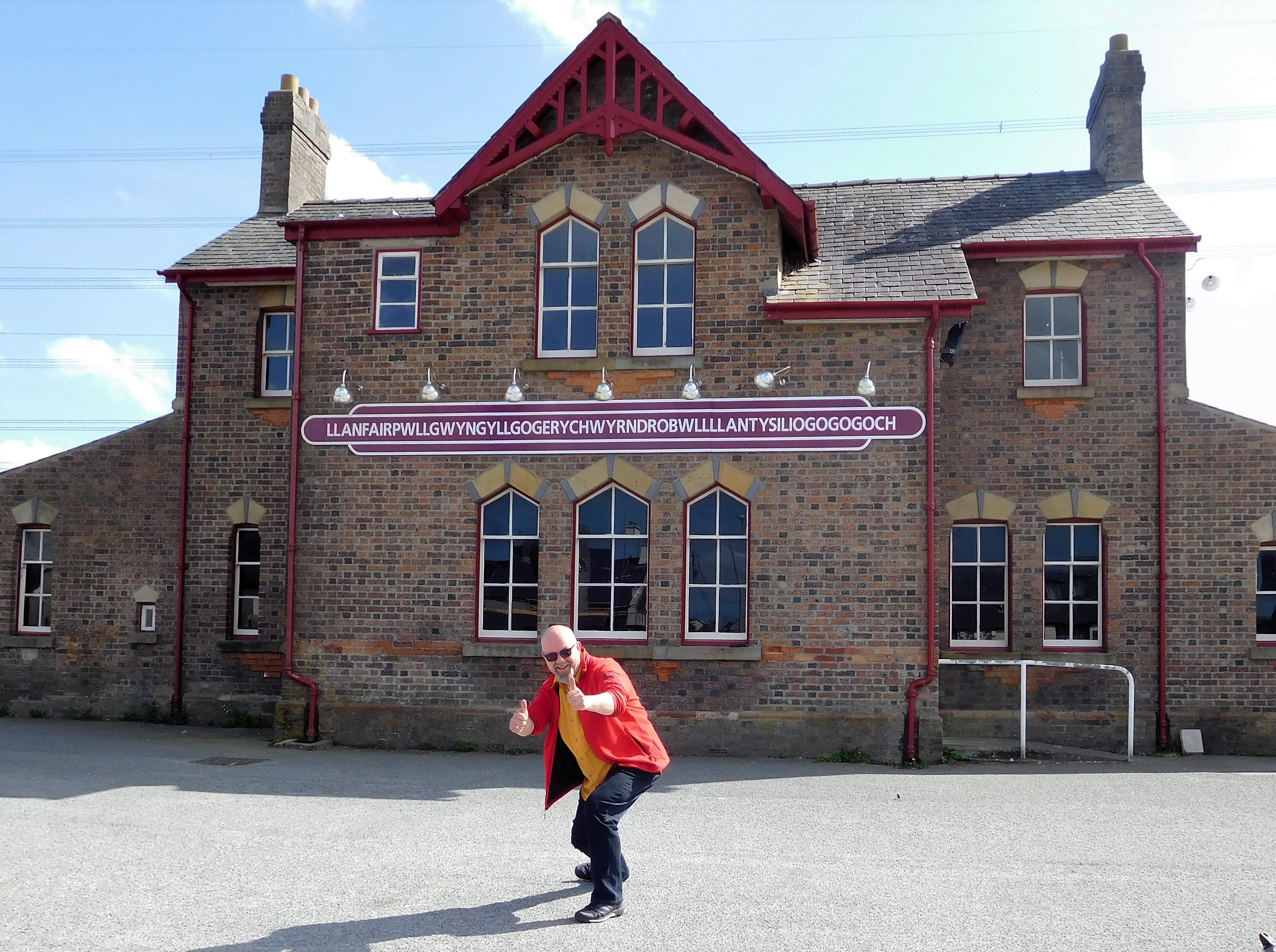 at the Railwaystation of  Llanfairpwllgwyngyllgogerychwyrndrobwllllantysiliogogogoch
