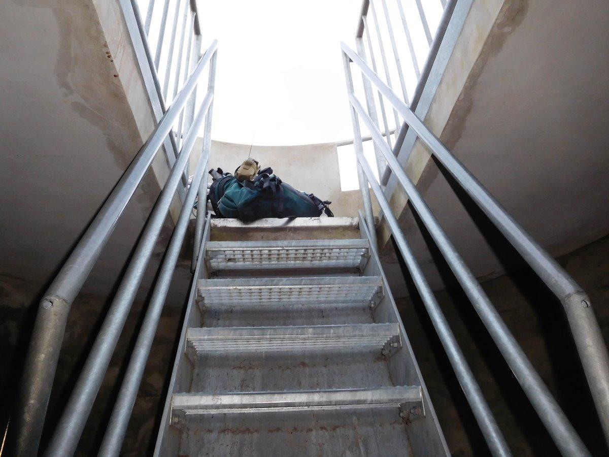 Die letzte Etage führt über eine steile Treppe zur Aussichtsplattform