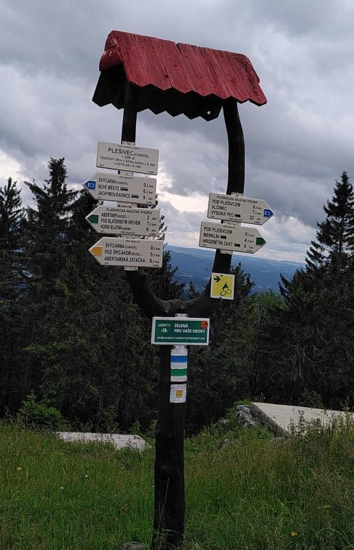 Wanderschild auf dem Plešivec