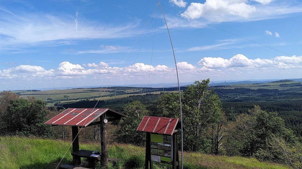 """Das """"Shack"""" vom Gipfelkreuz aus gesehen"""