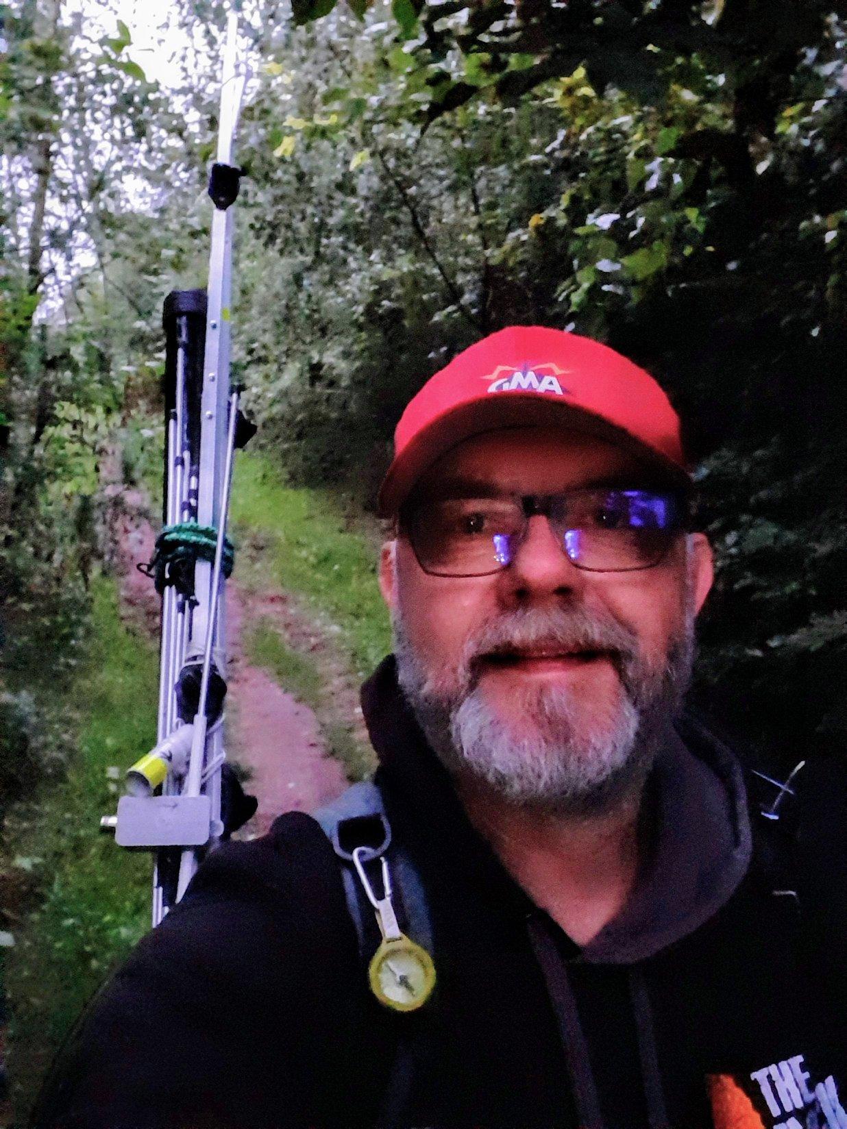 Der Operator mit Gepäck im Teutoburer Wald